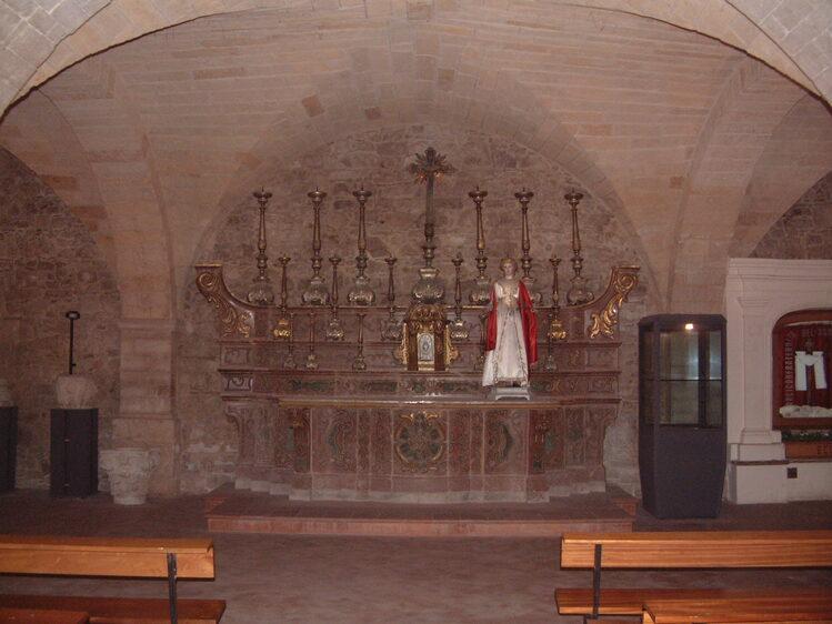 Cripta Cattedrale S. Andrea con l'antico altare